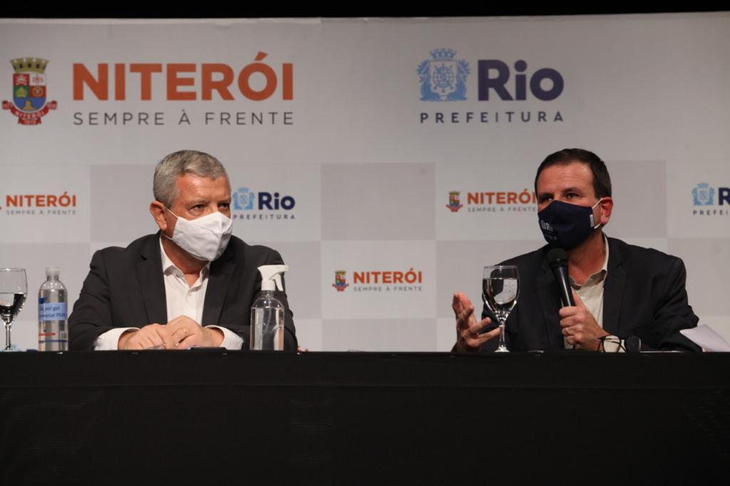 Prefeito Eduardo Paes fazendo anúncio sobre lockdown